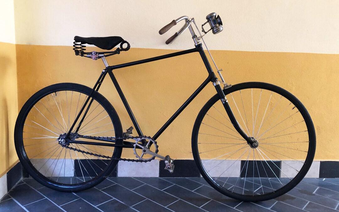 Restauro totale per bicicletto di fine '800